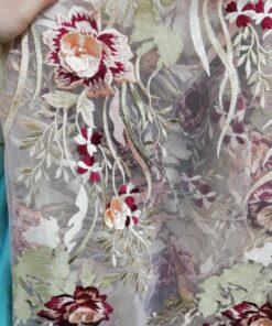Tul brodat 13319 2 247x296 - Broderie si flori pe tiul (Video)