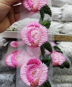 Aplicatie haine cu flori
