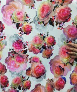 Stofa imprimata cu trandafiri
