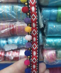 Banda textila cu ciucuri